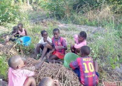 les enfants du cocon au potager